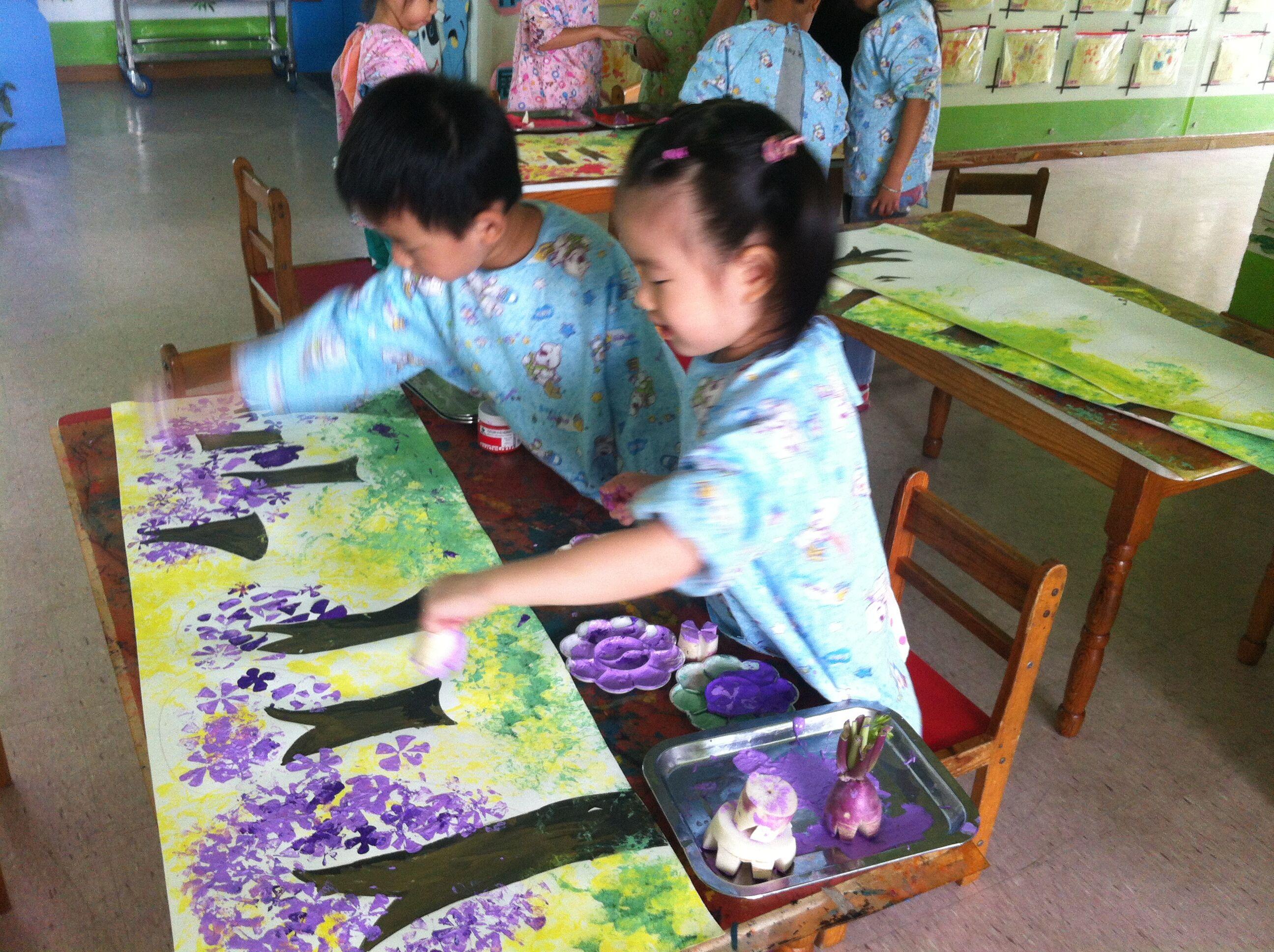 缤纷色彩 快乐涂鸦 ——金山幼儿园美术特色活动系列报道